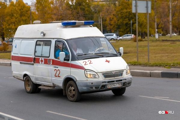 Медики увезли в больницу двух мальчиков