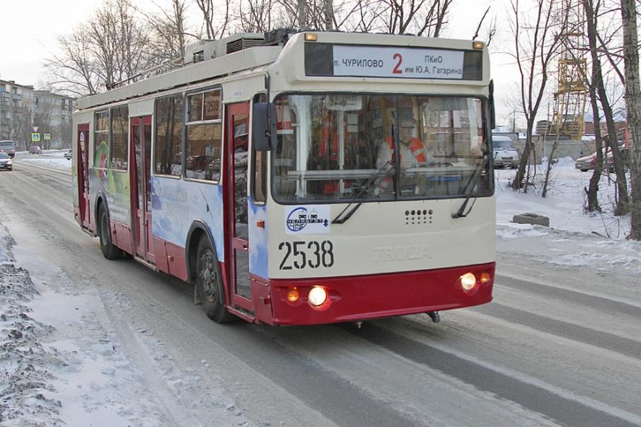 Пассажиры засыпали транспортников жалобами на промёрзшие автобусы, трамваи и троллейбусы