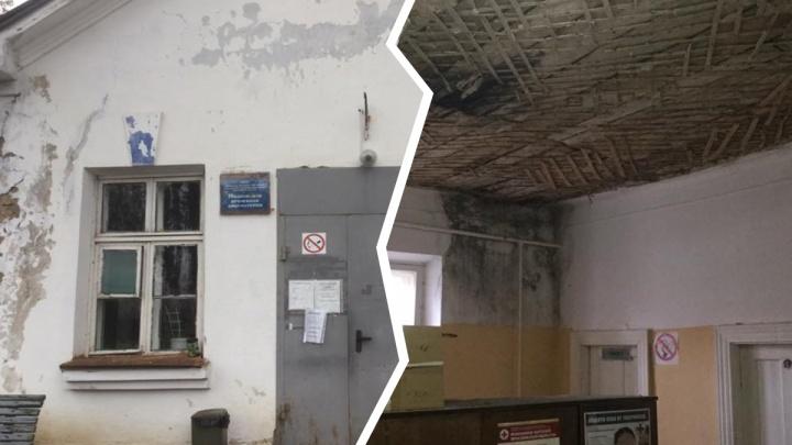 Разруха и запустение: в Ярославской области депутат выставил напоказ фото из поселковой амбулатории