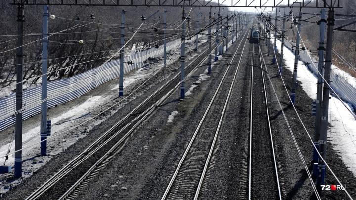 В Тюмени на железнодорожных путях загорелся поезд