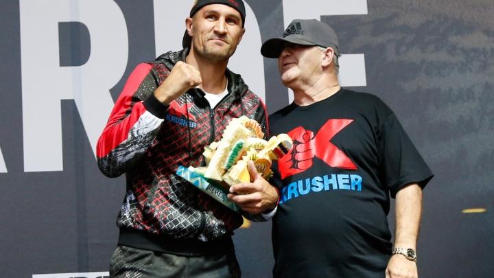 «Хочу наказать за недостойные фото»: Ковалёв и Ярд провели тренировку перед фанатами в Челябинске