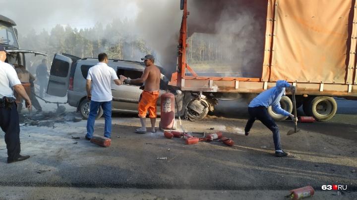 Смертельное ДТП под Тольятти: «Ларгус» залетел под машину дорожников
