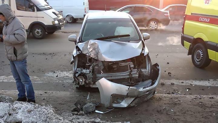 КАМАЗ потерял на ходу два колеса — они разбили «Хонду» с женщиной за рулём
