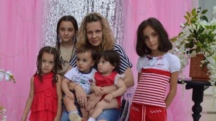 «Это был скачок напряжения»: дом семьи с пятью детьми дотла сгорел в Волжском