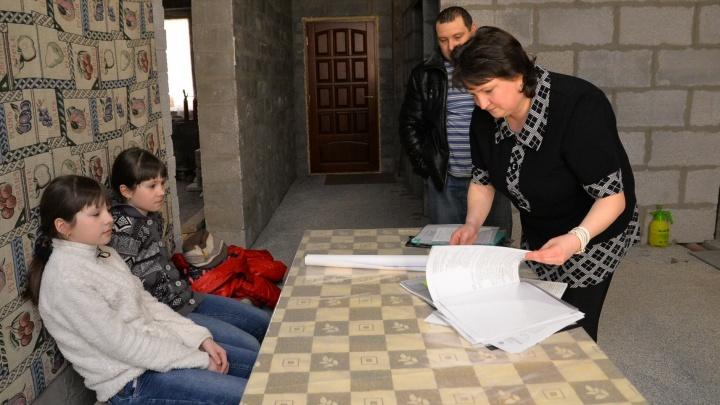 """Жильцы коттеджа в Верхней Пышме, который потребовал снести """"Газпром"""", подали иск в областной суд"""