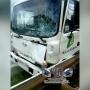 На дороге под Челябинском грузовик сбил пешехода и повалил фонарный столб