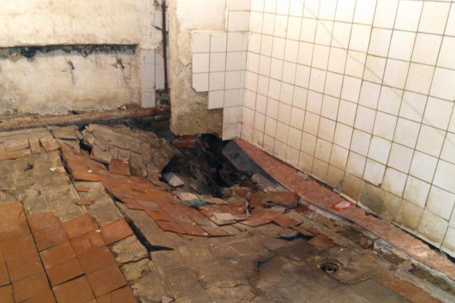 Обрушение произошло на первом этаже общежития
