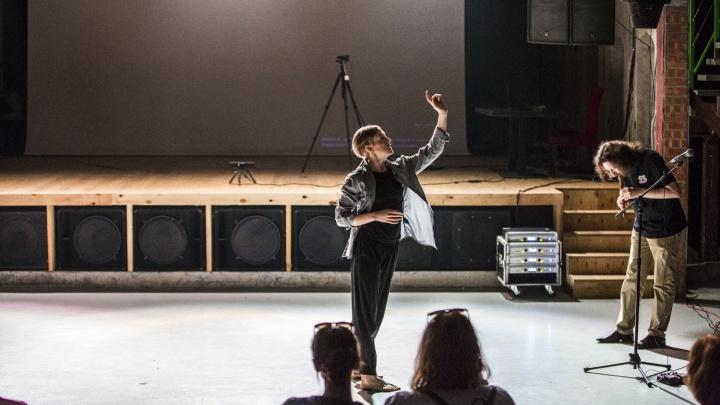 В новосибирской подземке станцевала хореограф из Германии