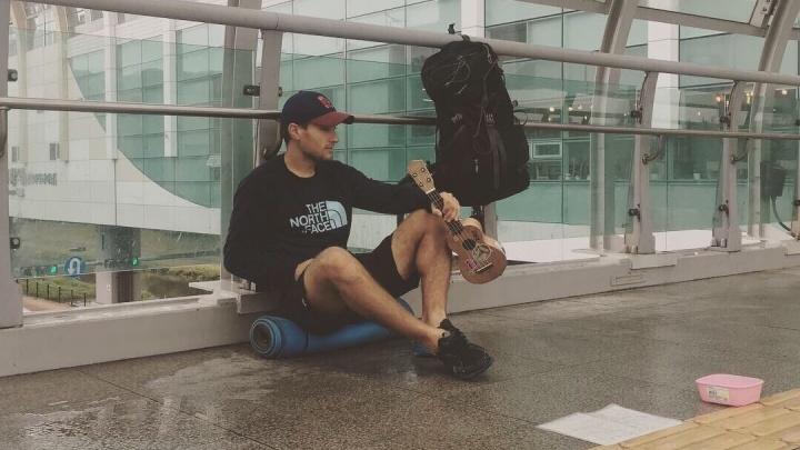 С укулеле и без денег: новосибирец путешествует по миру с пустыми карманами