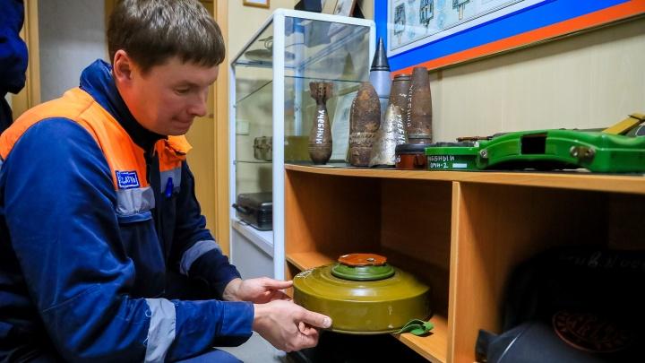 Неизвестный оставил мину у входа в магазин в Кедровом