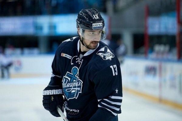 До прихода в «Сибирь» Самвел Мнацян играл и за владивостокский «Адмирал», и за нижнекамский «Нефтехимик»