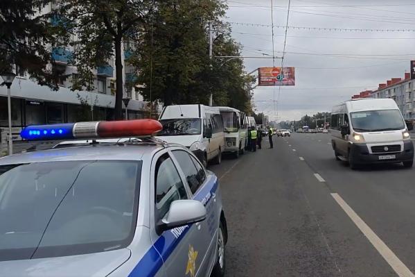 ДТП произошло на проспекте Октября рядом у перекрестка с улицей имени Города Галле