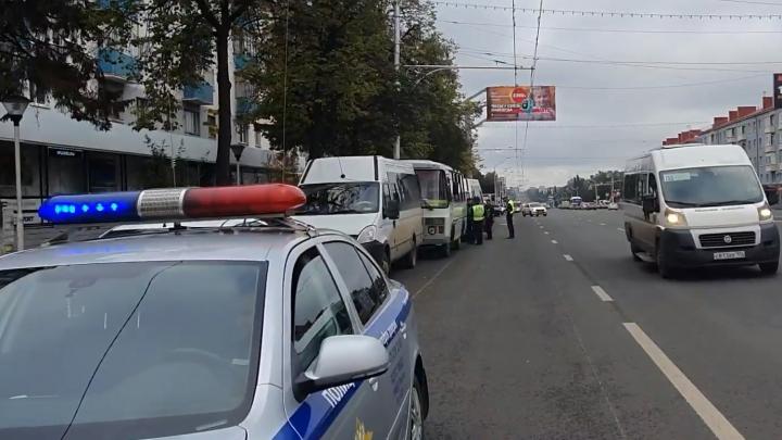 Битые стекла и пострадавшие пассажиры: в центре Уфы столкнулись четыре автобуса