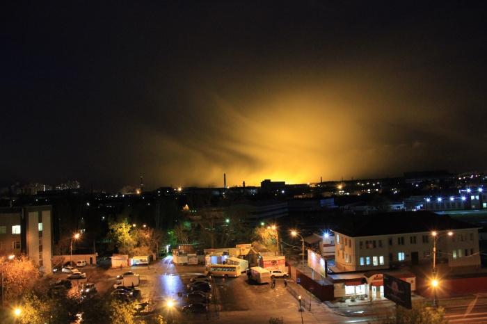 Яркое свечение видно из разных районов Екатеринбурга