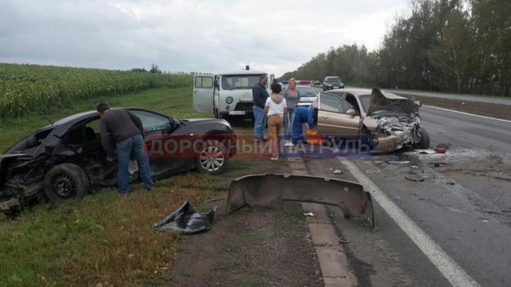 В больницу в Башкирии попали два водителя, столкнувшиеся на трассе лоб в лоб