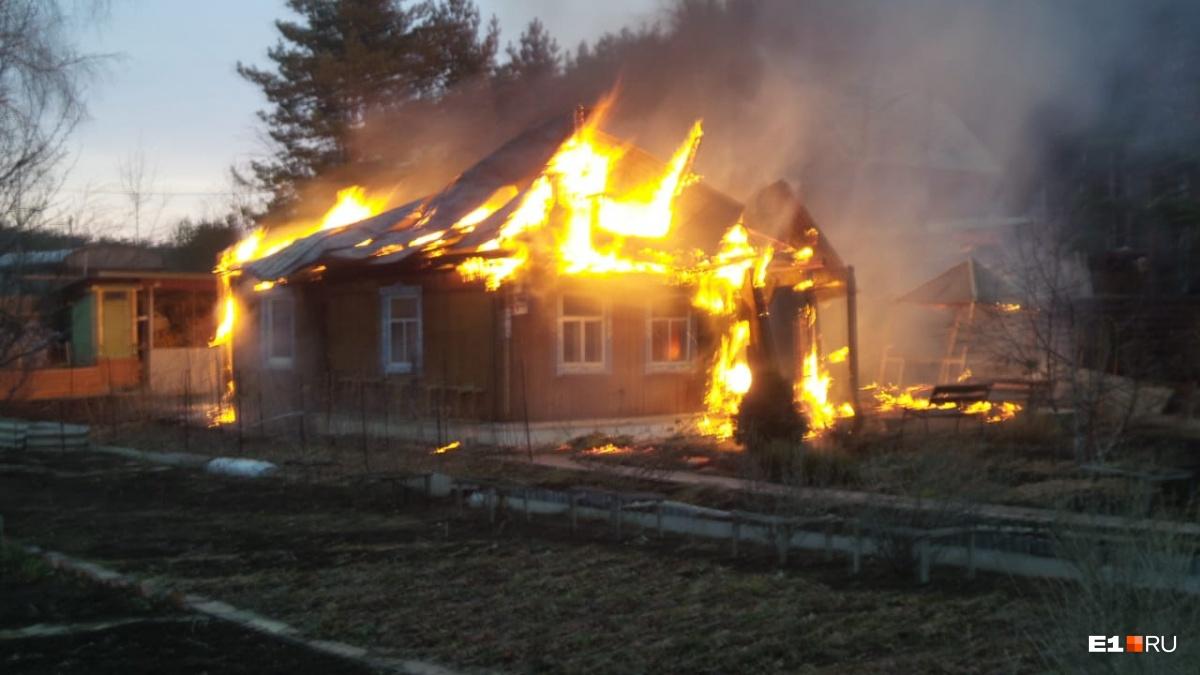 Дома находились со стороны леса