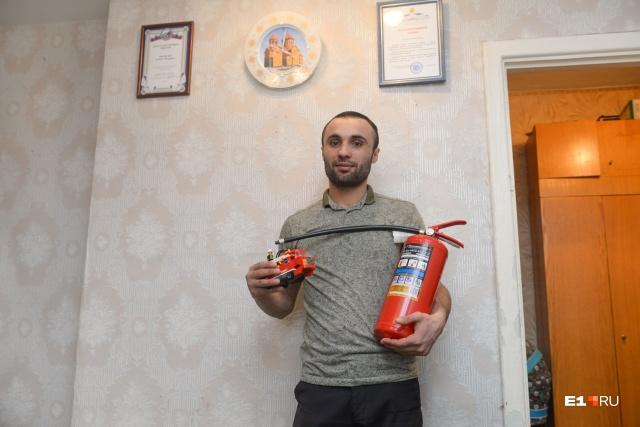 Герой с подарками от МЧС