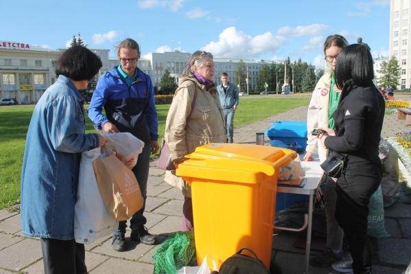Раньше раздельный сбор отходов проводили прямо на главной площади Архангельска. Сейчас их будут собирать на окраинах города