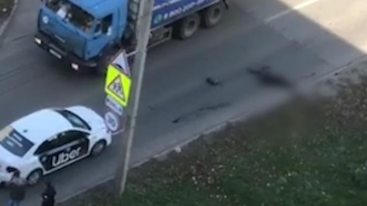 «Пока ехала скорая, человек истекал кровью»: челябинка погибла под колёсами такси