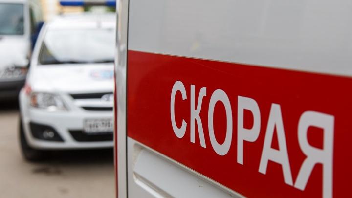Авария с участием грузовика, байка, Mazda и легендарной «Чайки» произошла ночью в Волгограде