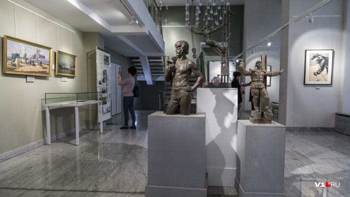 Город-маяк и город любви: музей ИЗО показал великое прошлое и невоплощенное будущее Волгограда