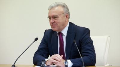 «Не надейтесь, я не уеду»: Александр Усс высказался о повышении своей зарплаты
