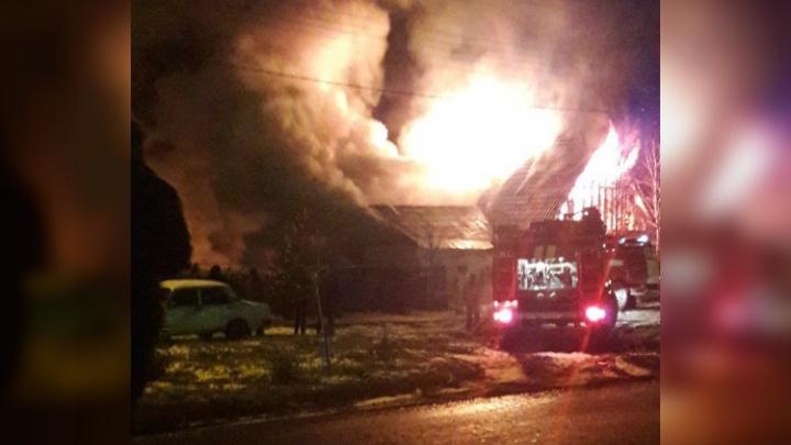 В башкирском городе пожар повредил два частных дома