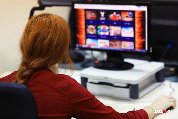 На компьютерах установили специальное ПО для азартных игр