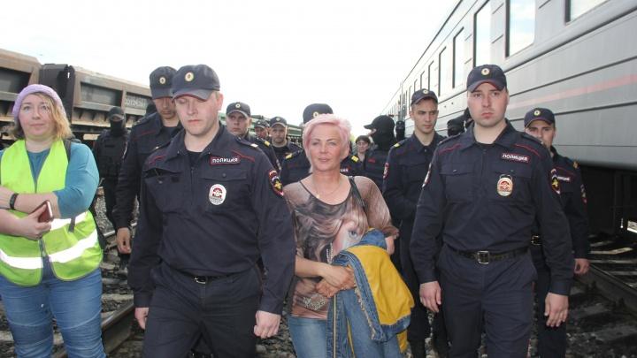 «Состояние не улучшилось»: активистку, задержанную на Шиесе, везут из больницы Урдомы в Котлас
