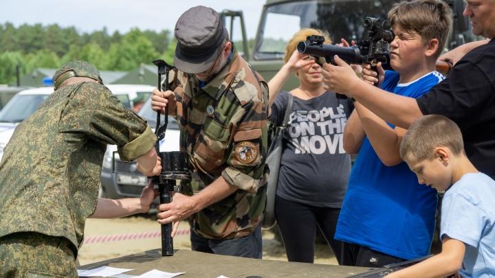 Покатались на БТР и постреляли из пулемета: как прошел форум «Армия-2019» в Екатеринбурге