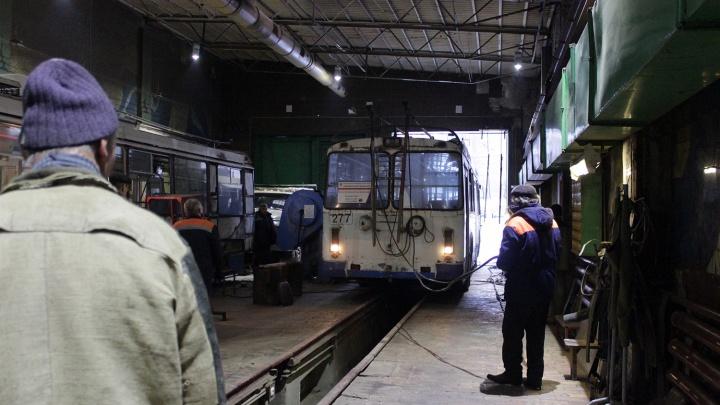 «Электрический транспорт» позвал омичей работать кондукторами с зарплатой от 15 тысяч