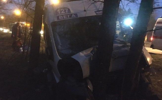 В Тольятти столкнулись пассажирский автобус и «Форд-Фиеста»