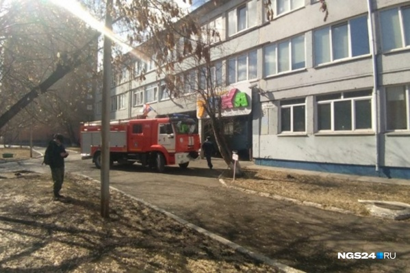 На тушении пожара задействовали больше 40 спасателей