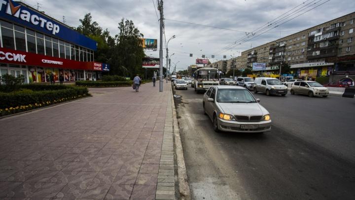 Власти убрали парковки на оживлённом перекрестке Красного проспекта