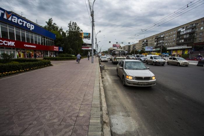 Участок Красного проспекта около «Спортмастера» днём 10 июля