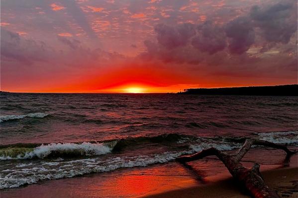 Такой красивый и завораживающий закат был на Обском море