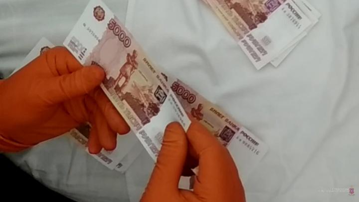 А я денежки люблю: в Волгоградской области начинающая фальшивомонетчица сорила поддельными купюрами