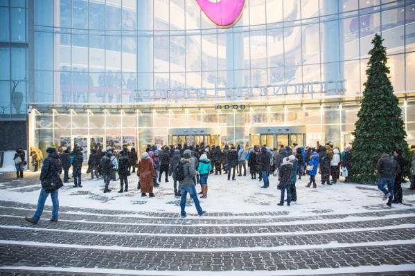 Большинство торговых центров откроются 1 января позже обычного графика