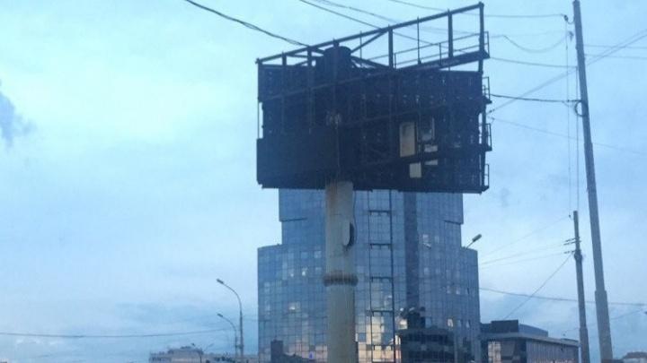 Областные власти пообещали убрать с улиц половину рекламных конструкций