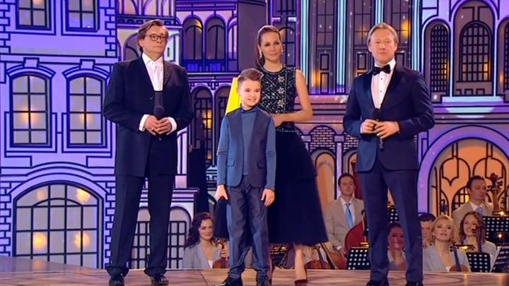 Юный северодвинец в эфире России-1 спел вместе с Харатьяном и Домогаровым