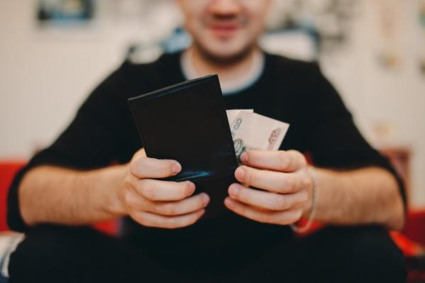 Специалист по экономической безопасности оплачивал кредиты чужими деньгами