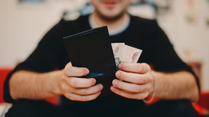 В Тюмени инкассатор украл 400 тысяч рублей из сумок, которые охранял
