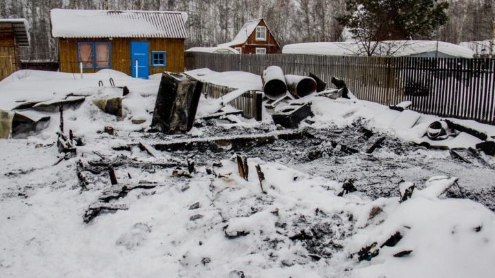 Гибель двух детей под Мошково: семья не умела пользоваться пожарным датчиком