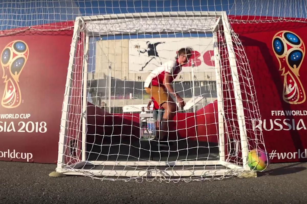 На шести бесплатных фан-зонах в Москве работают площадки для флэтбола