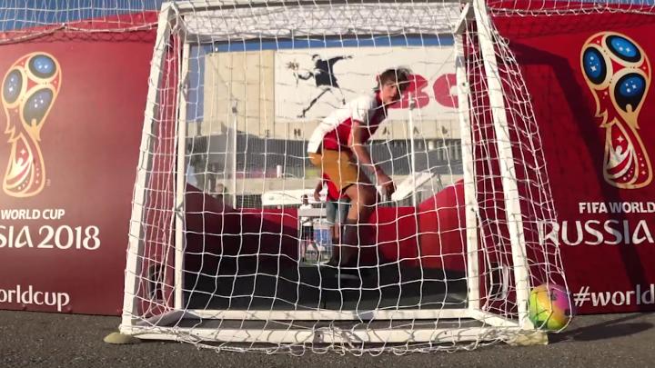 В челябинский флэтбол в московских фан-зонах ЧМ сыграли болельщики со всего мира