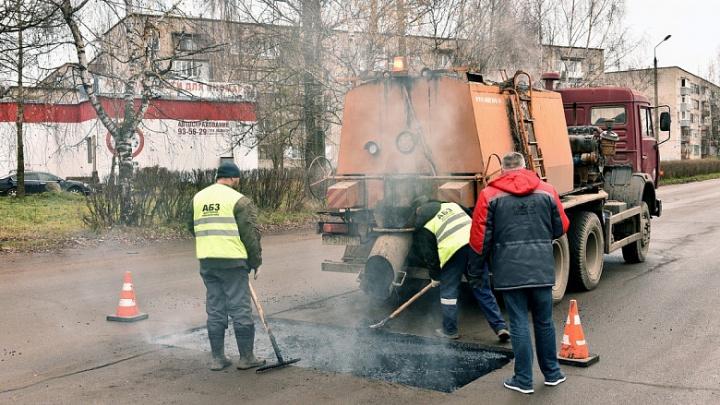 В Ярославле власти похвастались заплатками на дорогах из литого асфальта