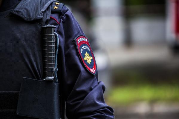 Полицейский пострадал несильно