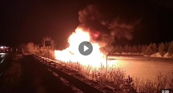 Недалеко от Краснотурьинска сгорел бензовоз с 32 тоннами топлива