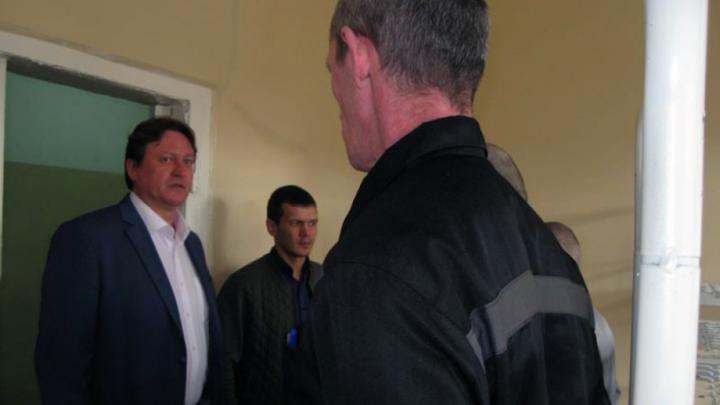 Общественники проверили, как живет арестованный ополченец ДНР