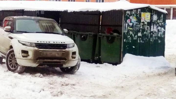 Мешаете вывозу мусора! Самарцев просят не парковаться возле площадок с контейнерами